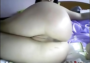 She plays with her pussy and ass