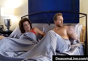 Curvy Cougar Deauxma Gets Pussy &amp_ Dick In Hawt 3Way FuckFest!