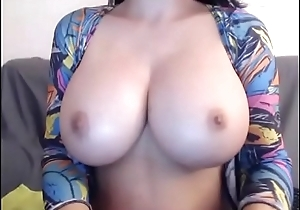 Amazing big natural breast chat girl