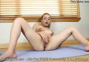 Amateur Alexa Raye Does Some Nude Yoga