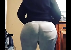 Thick guy twerking