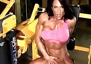 muscle queen ripped abs!