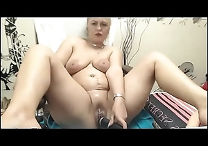 Milf slut toys herself on livecam