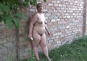 A fat girl puts her ass in a different food on the street
